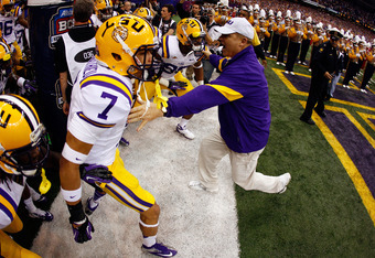 NEW ORLEANS, LA - JANUARY 09:  Head coach Les Miles and Tyrann Mathieu #7 of the Louisiana State University Tigers prepare to take the field before playing against the Alabama Crimson Tide during the 2012 Allstate BCS National Championship Game at Mercede