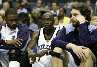 MEMPHIS - MAY 1:  Lorenzen Wright #42, Bobby Jackson #24 and Pau Gasol #16 of the Memphis Grizzlies sit on the bench in the final minutes of game four of the Western Conference Quarterfinals during the 2006 NBA Playoffs at FedExForum on May 1, 2006 in Mem