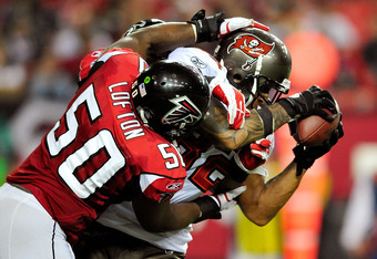 ATLANTA, GA - JANUARY 01: Kellen Winslow #82 of the Tampa Bay Buccaneers makes a catch as Curtis Lofton #50 of the Atlanta Falcons defends during play at the Georgia Dome on January 1, 2012 in Atlanta, Georgia. The Falcons won 45-24. (Photo by Grant Halve