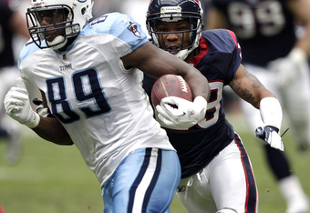 HOUSTON, TX - JANUARY 01:  Tight-end Jared Cook #89 of the Tennessee Titans  runs with the ball as he is pursued by Glover Quin #29 of the Houston Texans at Reliant Stadium on January 1, 2012 in Houston, Texas.  (Photo by Bob Levey/Getty Images)