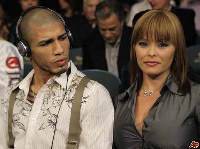 Miguel-cotto-melissa-guzman-2009-11-14-22-42-45_original