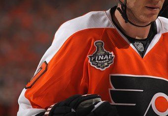 PHILADELPHIA - JUNE 02:  The Stanley Cup Final logo is seen on the uniform of Chris Pronger #20 of the Philadelphia Flyer in Game Three of the 2010 NHL Stanley Cup Final against the Chicago Blackhawks at Wachovia Center on June 2, 2010 in Philadelphia, Pe