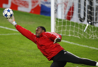 Mandanda would be a smart move for Spurs.