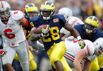 ANN ARBOR, MI - NOVEMBER 26:  Fitzgerald Toussaint #28 of the Michigan Wolverines gets in the open field during a fourth quarter run while playing the Ohio State Buckeyes of the Michigan Wolverines at Michigan Stadium on November 26, 2011 in Ann Arbor, Mi
