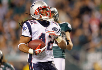 PHILADELPHIA, PA - NOVEMBER 27:  BenJarvus Green-Ellis #42 of the New England Patriots scores a 1-yard rushing touchdown in the first quarter against the Philadelphia Eagles at Lincoln Financial Field on November 27, 2011 in Philadelphia, Pennsylvania.  (