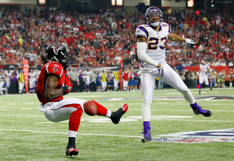 ATLANTA, GA - NOVEMBER 27:  Julio Jones #11 of the Atlanta Falcons fails to pull in this reception against Cedric Griffin #23 of the Minnesota Vikings at Georgia Dome on November 27, 2011 in Atlanta, Georgia.  (Photo by Kevin C. Cox/Getty Images)