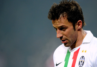 MILAN, ITALY - FEBRUARY 08:  Alessandro Del Piero of Juventus FC looks on during the Tim Cup match between AC Milan and Juventus FC at Giuseppe Meazza Stadium on February 8, 2012 in Milan, Italy.  (Photo by Claudio Villa/Getty Images)