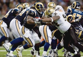 ST. LOUIS - NOVEMBER 15: Stephen Jackson #39 of the St. Louis Rams carries the ball during the game against the New Orleans Saints at the Edward Jones Dome on November 15, 2009 in St. Louis, Missouri.  (Photo by Dilip Vishwanat/Getty Images)