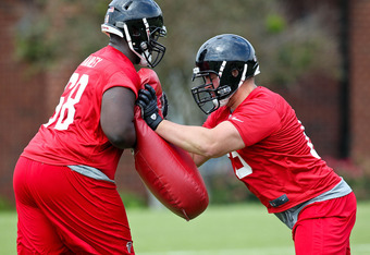 New OL Peter Konz working at Falcons rookie minicamp.