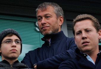 Chelsea owner Roman Abramovich, center.