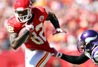 KANSAS CITY, MO - OCTOBER 02:  Receiver Dwayne Bowe #82 of the Kansas City Chiefs makes a catch for a touchdown during the 2nd half of the game against the Minnesota Vikings on October 2, 2011 at Arrowhead Stadium in Kansas City, Missouri.  (Photo by Jami