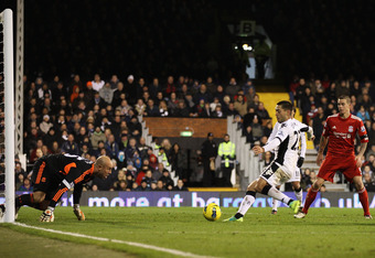 LONDON, UNITED KINGDOM - DECEMBER 05: Clint Dempsey of Fulham scores the opening goal during the Barclays Premier League match between Fulham and Liverpool at Craven Cottage on December 5, 2011 in London, England.  (Photo by Scott Heavey/Getty Images)