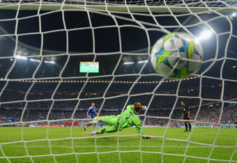 MUNICH, GERMANY - MAY 19:  Frank Lampard of Chelsea shoots past Manuel Neuer of FC Bayern Muenchen to score a penalty in the shoot out during UEFA Champions League Final between FC Bayern Muenchen and Chelsea at the Fussball Arena München on May 19, 2012