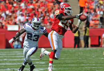 KANSAS CITY, MO - SEPTEMBER 11:  Running back Jamaal Charles #25 of the Kansas City Chiefs catches a pass against pressure from defensive back Aaron Williams #23 of the Buffalo Bills during the second quarter on September 11, 2011 at Arrowhead Stadium in