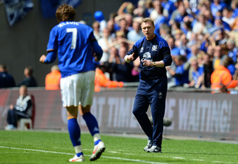 LONDON, ENGLAND - APRIL 14:  David Moyes manager of Everton gives instructions to goalscorer Nikica Jelavic during the FA Cup with Budweiser Semi Final match between Liverpool and Everton at Wembley Stadium on April 14, 2012 in London, England.  (Photo by