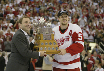 DETROIT, MI - JUNE 13:  Commisioner Gary Bettman presents the Conn Smythe Trophy to playoff MVP Nicklas Lidstrom of the Detroit Red Wings after eliminating the Carolina Hurricanes during game five of the NHL Stanley Cup Finals on June 13, 2002 at the Joe