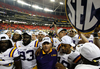 ATLANTA, GA - DECEMBER 03:  Head coach Les Miles and the LSU Tigers celebrate their 42-10 win over the Georgia Bulldogs during the 2011 SEC Championship Game at Georgia Dome on December 3, 2011 in Atlanta, Georgia.  (Photo by Kevin C. Cox/Getty Images)