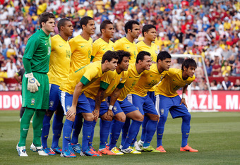 LANDOVER, MD - MAY 30:  Members of team Brazil  pose for a photo before the start of their International friendly game against USA at FedExField on May 30, 2012 in Landover, Maryland.  (Photo by Rob Carr/Getty Images)