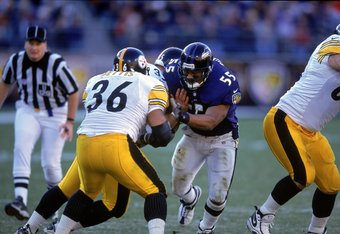 29 Oct 2000:  Jamies Sharper #55 of the Baltimore Ravens moves as he the line and Jerome Bettis #36 of the Pittsburgh Steelers at the PSINET Stadium in Baltimore, Maryland. The Steelers defeated the Ravens 9-6.Mandatory Credit: Doug Pensinger  /Allsport