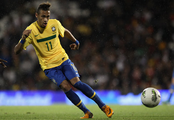 LONDON, ENGLAND - SEPTEMBER 05:  Neymar of Brazil in action during the International friendly match between Brazil and Ghana at Craven Cottage on September 5, 2011 in London, England.  (Photo by Clive Rose/Getty Images)