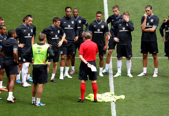 LONDON, ENGLAND - JUNE 01:  England manager Roy Hodgson talks to his team during an England training session at Wembley Stadium on June 1, 2012 in London, England.  (Photo by Scott Heavey/Getty Images)