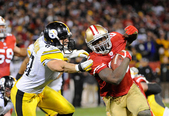 SAN FRANCISCO, CA - DECEMBER 19: Frank Gore #21 of the San Francisco 49ers runs out of the arm tackle of James Farrior #51 of the Pittsburgh Steelers scoring a touchdown at Candlestick Park on December 19, 2011 in San Francisco, California. The 49ers won