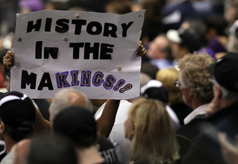 LOS ANGELES, CA - JUNE 11:  A Los Angeles Kings fan holds up a sign 'History in the MaKings!!' in Game Six of the 2012 Stanley Cup Final at Staples Center on June 11, 2012 in Los Angeles, California.  (Photo by Jeff Gross/Getty Images)