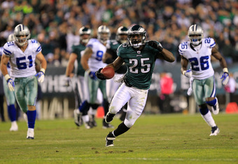 PHILADELPHIA, PA - OCTOBER 30:  LeSean McCoy #25 of the Philadelphia Eagles runs against Keith Brooking #51 of the Dallas Cowboys and Abram Elam #26 at Lincoln Financial Field on October 30, 2011 in Philadelphia, Pennsylvania.  (Photo by Chris Trotman/Get