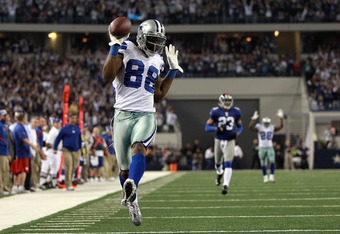 ARLINGTON, TX - DECEMBER 11:  Dez Bryant #88 of the Dallas Cowboys makes a pass reception for a touchdown against the New York Giants at Cowboys Stadium on December 11, 2011 in Arlington, Texas.  (Photo by Ronald Martinez/Getty Images)