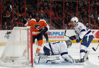 PHILADELPHIA, PA - MARCH 26: Wayne Simmonds #17 of the Philadelphia Flyers scores against Dwayne Roloson #30 of the Tampa Bay Lightning at 3:17 of the second period at the Wells Fargo Center on March 26, 2012 in Philadelphia, Pennsylvania.  (Photo by Bruc