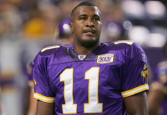 MINNEAPOLIS, MN - SEPTEMBER 11:  Quarterback Daunte Culpepper #11 of Minnesota Vikings watches the game against the Tampa Bay Buccaneers on September 11, 2005 at the Metrodome in Minneapolis, Minnesota.  Buccaneers won 24-13.  (Photo by Lisa Blumenfeld/Ge