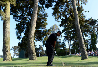 SAN FRANCISCO, CA - JUNE 15:  Tiger Woods of the United States chips to the 17th green during the second round of the 112th U.S. Open at The Olympic Club on June 15, 2012 in San Francisco, California.  (Photo by Stuart Franklin/Getty Images)