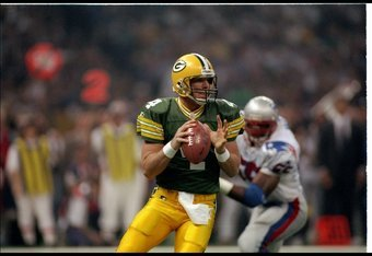 26 Jan 1997:  Quarterback Brett Favre of the Green Bay Packers looks to pass the ball during Super Bowl XXXI against the New England Patriots at the Superdome in New Orleans, Louisiana.  The Packers won the game, 35-21. Mandatory Credit: Rick Stewart  /Al