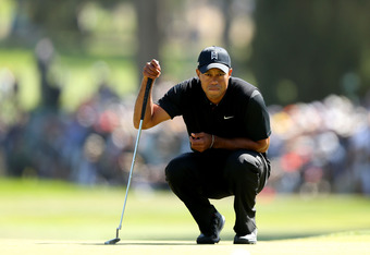 SAN FRANCISCO, CA - JUNE 15:  Tiger Woods of the United States lines up a putt during the second round of the 112th U.S. Open at The Olympic Club on June 15, 2012 in San Francisco, California.  (Photo by Ezra Shaw/Getty Images)