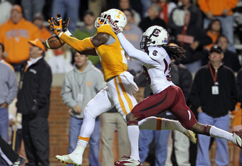 KNOXVILLE, TN - OCTOBER 29:  Da'Rick Rogers #21 of the Tennessee Volunteers drops a pass in the endzone during the game against the South Carolina Gamecocks at Neyland Stadium on October 29, 2011 in Knoxville, Tennessee.  (Photo by Andy Lyons/Getty Images