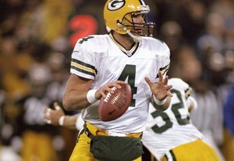 9 Nov 1998:  Brett Favre #4 of the Green Bay Packers looks to throw during the game against the Pittsburgh Steelers at 3 Rivers Stadium in Pittsburgh, Pennsylvania. The Steelers defeated the Packers 27-20. Mandatory Credit: Rick Stewart  /Allsport