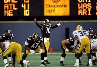 9 Nov 1998: Quarterback Kordell Stewart #10 of the Pittsburgh Steelers gives a thumbs up during the game against the Green Bay Packers at 3 Rivers Stadium in Pittsburgh, Pennsylvania. The Steelers defeated the Packers 27-20. Mandatory Credit: Rick Stewart
