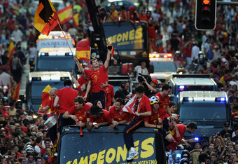 MADRID, SPAIN - JULY 12:  Iker Casillas (C) of Spain celebrates with the World Cup trophy during the Spanish team's victory parade following their victory in the 2010 FIFA World Cup  on July 12, 2010 in Madrid, Spain.  (Photo by Jasper Juinen/Getty Images
