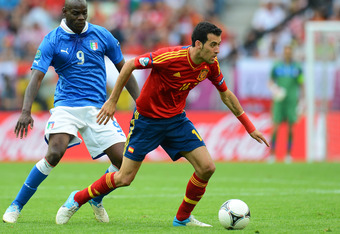GDANSK, POLAND - JUNE 10:   Mario Balotelli of Italy and Sergio Busquets of Spain compete for the ball during the UEFA EURO 2012 group C match between Spain and Italy at The Municipal Stadium on June 10, 2012 in Gdansk, Poland.  (Photo by Shaun Botterill/
