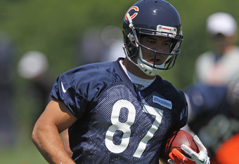 LAKE FOREST, IL - JUNE 12: Kellen Davis #87 of the Chicago Bears works out during a minicamp practice at Halas Hall on June 12, 2012 in Lake Forest, Illinois. (Photo by Jonathan Daniel/Getty Images)