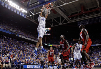 LEXINGTON, KY - DECEMBER 31:  Anthony Davis #23 of the Kentucky Wildcats dunks the ball during 69-62 win over the Louisville Cardinals at Rupp Arena on December 31, 2011 in Lexington, Kentucky.  (Photo by Andy Lyons/Getty Images)
