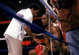 Ring legend Thomas Hearns broke his right hand in his 1985 war with Marvelous Marvin Hagler in the opening round, yet stayed in the fight until his third round knockout.