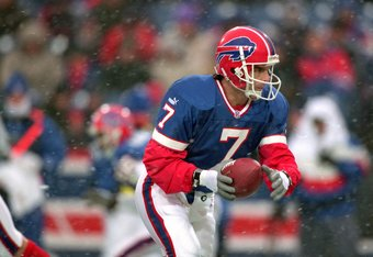 17 Dec 2000:  Quarterback Doug Flutie #7 of the Buffalo Bills runs with the ball during the game against the New England Patriots at the Ralph Wilson Stadium in Orchard Park, New York. The Patriots defeated the Bills 12-10.Mandatory Credit: Rick Stewart