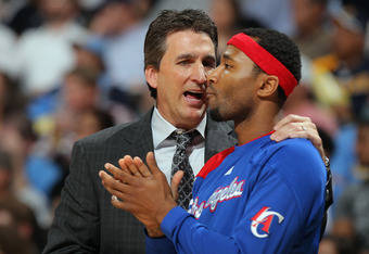 DENVER, CO - APRIL 18:  Head coach Vinny Del Negro of the Los Angeles Clippers talks with Mo Williams #25 of the Los Angeles Clippers as they face  the Denver Nuggets at Pepsi Center on April 18, 2012 in Denver, Colorado. NOTE TO USER: User expressly ackn