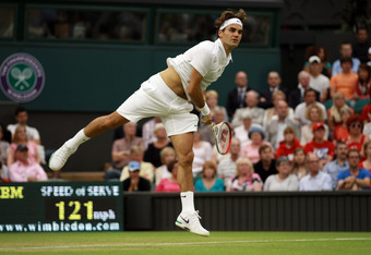 LONDON, ENGLAND - JUNE 29:  Roger Federer of Switzerland serves the ball during his Gentlemen's Singles third round match against Julien Benneteau of France on day five of the Wimbledon Lawn Tennis Championships at the All England Lawn Tennis and Croquet