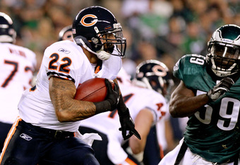 PHILADELPHIA, PA - NOVEMBER 07:  Matt Forte #22 of the Chicago Bears runs the ball against  Brian Rolle #59 of the Philadelphia Eagles during a game at Lincoln Financial Field on November 7, 2011 in Philadelphia, Pennsylvania.  (Photo by Nick Laham/Getty