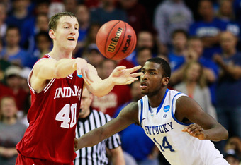 ATLANTA, GA - MARCH 23:  Cody Zeller #40 of the Indiana Hoosiers passes against Michael Kidd-Gilchrist #14 of the Kentucky Wildcats during the 2012 NCAA Men's Basketball South Regional Semifinal game at the Georgia Dome on March 23, 2012 in Atlanta, Georg