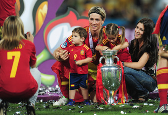 KIEV, UKRAINE - JULY 01:  Fernando Torres of Spain and family pose with the trophy after the UEFA EURO 2012 final match between Spain and Italy at the Olympic Stadium on July 1, 2012 in Kiev, Ukraine.  (Photo by Shaun Botterill/Getty Images)