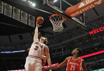 Asik going up against the Rockets last season.