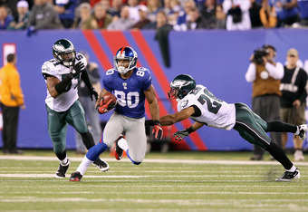EAST RUTHERFORD, NJ - NOVEMBER 20:  Victor Cruz #80 of the New York Giants runs for yards after the catch against Nate Allen #29 and Jamar Chaney #51 of the Philadelphia Eagles at MetLife Stadium on November 20, 2011 in East Rutherford, New Jersey.  (Phot